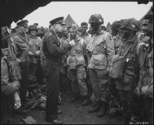 Encontro de General Dwight D. Eisenhower com tropas antes da Invasão de Normandia.